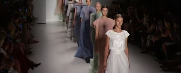 Fashion Week New YorkTADASHI SHOJI Collection 2015 Mercedes-Benz Fashion Week September 2014. TADASHI SHOJI.  FINAL WALK AT MBFW S/S15 COLLECTIONS Evening Gowns, Wedding Dresses, Cocktail Dresses, Fun, Flirty Designs. Petite Dresses […]