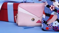 Fendi celebrates the holiday season with the new capsule Fendi QuTweet collection, featuring original gift ideas revealed in a fun new video. The iconic Fendi Peekaboo and Baguette bags […]
