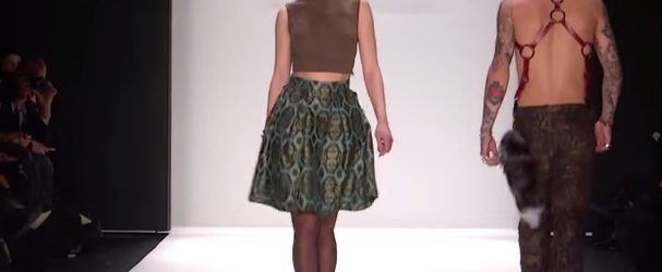 ART HEARTS FASHION MERCEDES-BENZ FASHION WEEK FW 2015 COLLECTIONS. Fashion show looks from the ART HEARTS FASHION FW 2015 Collections at Mercedes-Benz Fashion Week in New York. Fashion designer Erik […]