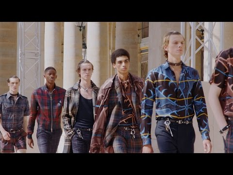 Highlights from the Louis Vuitton Men's Spring-Summer 2017 Fashion Show by Artistic Director of Men's Collections Kim Jones. See all the looks and watch the …