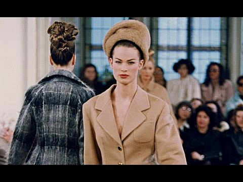 Prada | Fall Winter 1992/1993 by Miuccia Prada | Full Fashion Show in High Quality. (Back in Time – Exclusive Video) #Throwback #Pradaaddicts #Miuccialovers