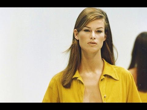 Prada | Spring Summer 1993 by Miuccia Prada | Full Fashion Show in High Quality. (Back in Time – Exclusive Video) #Throwback #Pradaaddicts #Miuccialovers