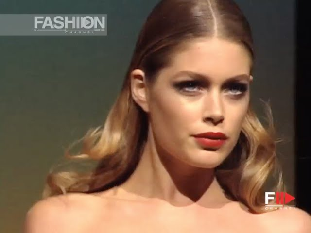 VALENTINO Haute Couture Spring Summer 2006 Paris by Fashion Channel YOUTUBE CHANNEL: http://www.youtube.com/fashionchannel WEB TV: http://www.fashionchannel.it/en/web-tv FACEBOOK: https://www.facebook.com/fashionchannelmilano TWITTER: https://twitter.com/FashionChannelP PINTEREST: http://pinterest.com/fashionchannel INSTAGRAM: http://instagram.com/fashionchanneltv The best videos, the most exclusive […]