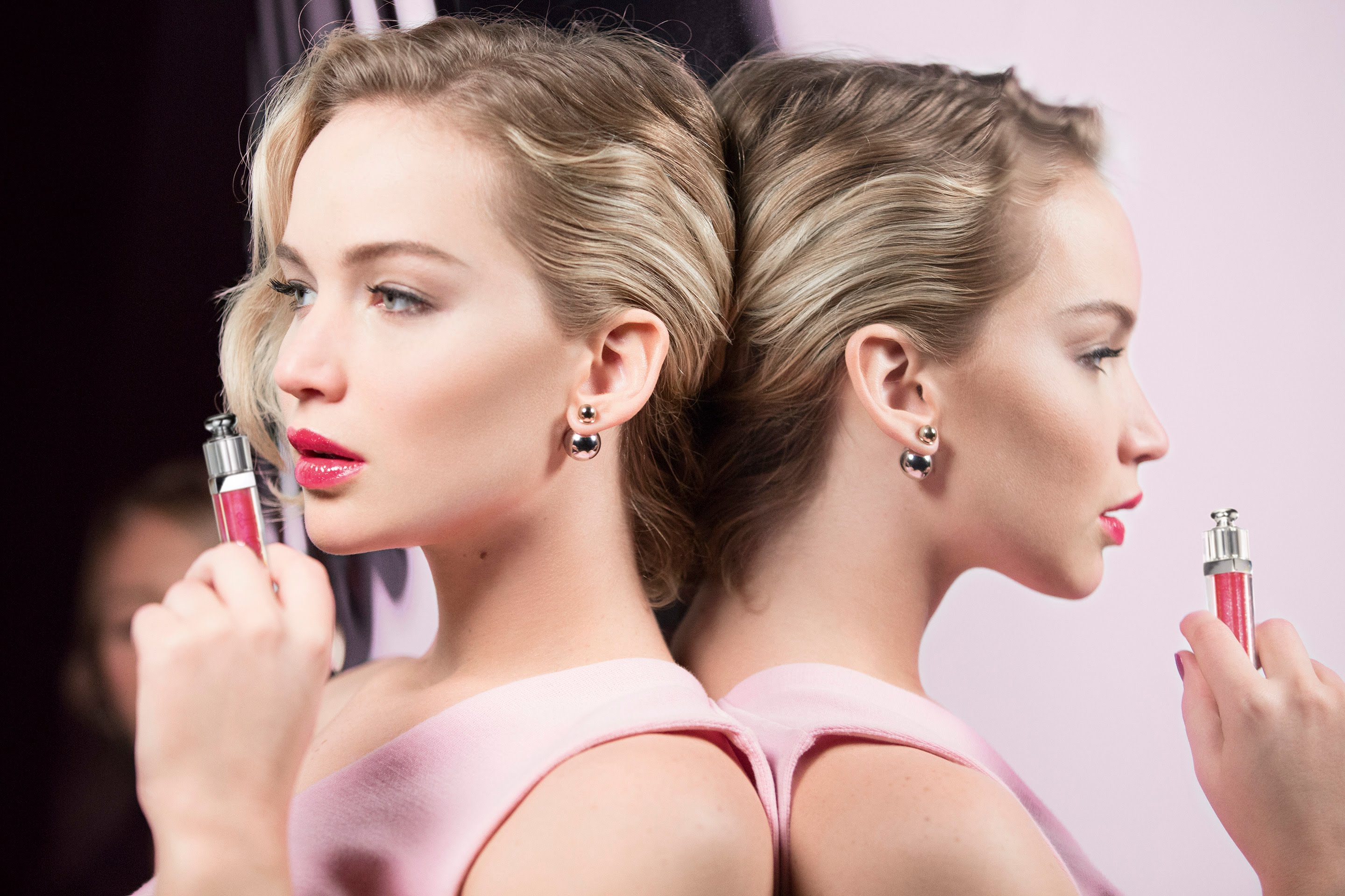 More on: http://www.dior.com/ // Dior Addict Ultra-Gloss // The new color plumper by Dior. On the set with Jennifer Lawrence, plump up the volume with the new Dior Addict Ultra-Gloss […]
