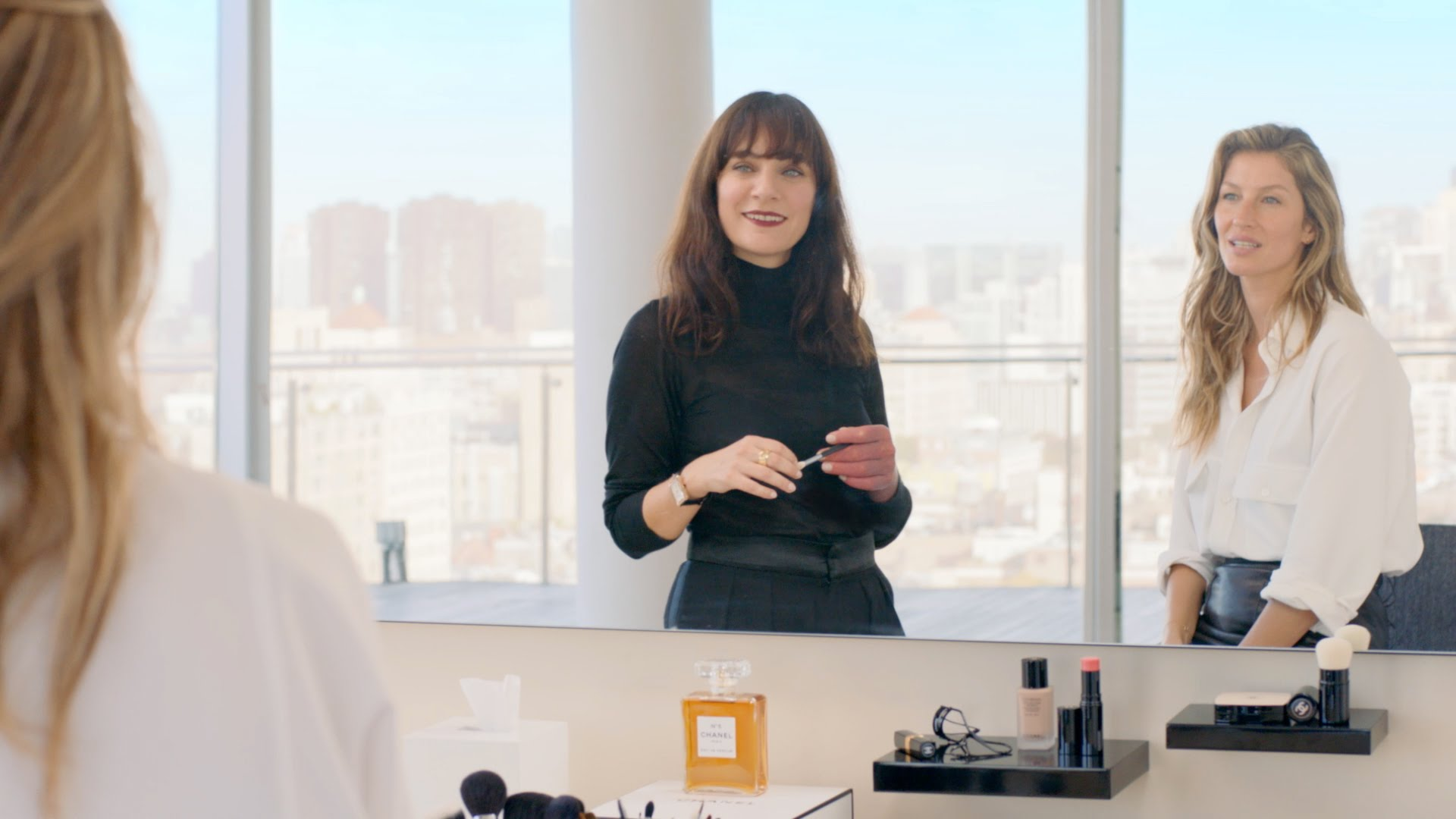 With Lucia Pica, the new CHANEL Global Creative Makeup and Colour Designer, and Gisele Bündchen. In this exclusive 1st episode of CHANEL Beauty Talks, …