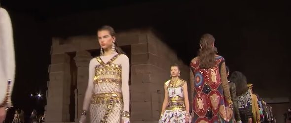 Chanel | Métiers d'Art/Pre-Fall 2018/19 by Karl Lagerfeld | Full Fashion Show in High Definition (Widescreen – Exclusive Video/1080p – Temple of Dendur/Metropolitan Museum of Art/New York City) #ChanelinNYC video FF […]